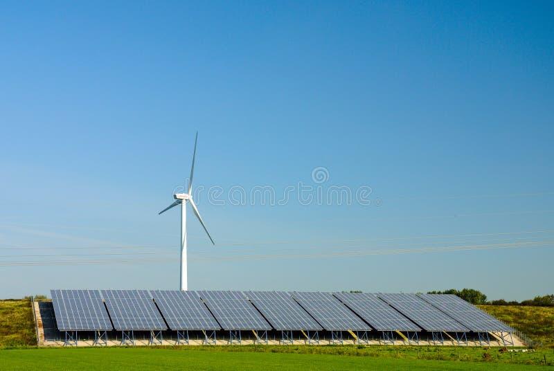 ветер турбин силы завода клеток солнечный стоковая фотография