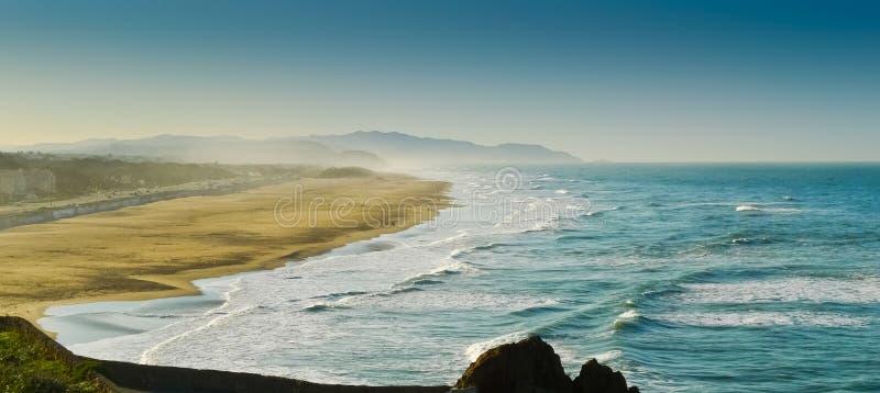 Ветреный океан стоковые изображения rf