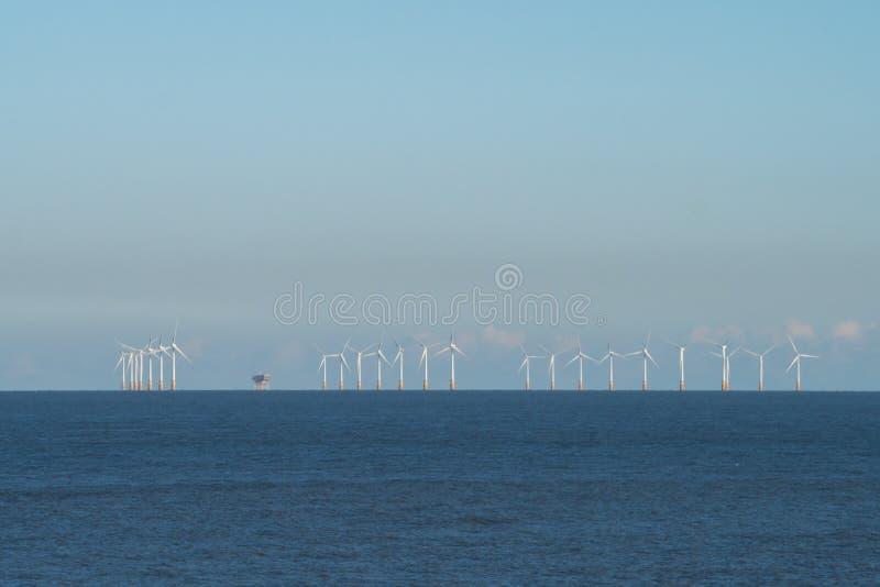 Ветровая электростанция с Kentish побережья, Великобритания стоковое изображение