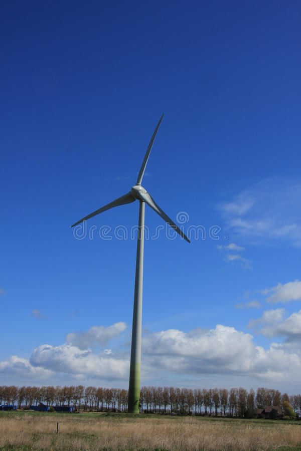 Ветротурбина производя электричество стоковая фотография