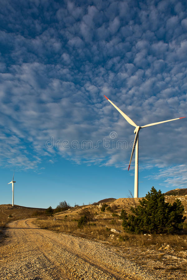 Ветротурбины в Хорватии стоковые изображения rf