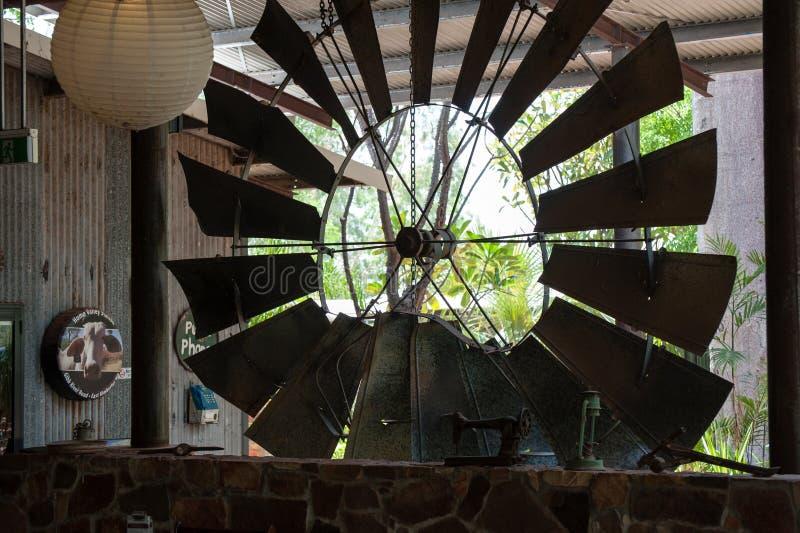 Ветрянка внутри приемной на станции захолустья в Австралии стоковое изображение