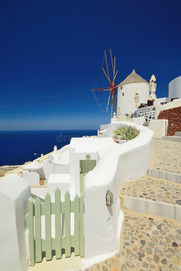 Ветрянка в Oia, Santorini (Thira), Кикладах, Греции стоковая фотография rf