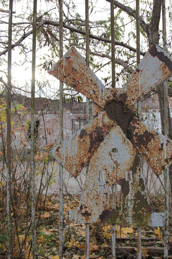 Download Ветрянка металла ржавая стоковое изображение. изображение насчитывающей наведенное - 81803223