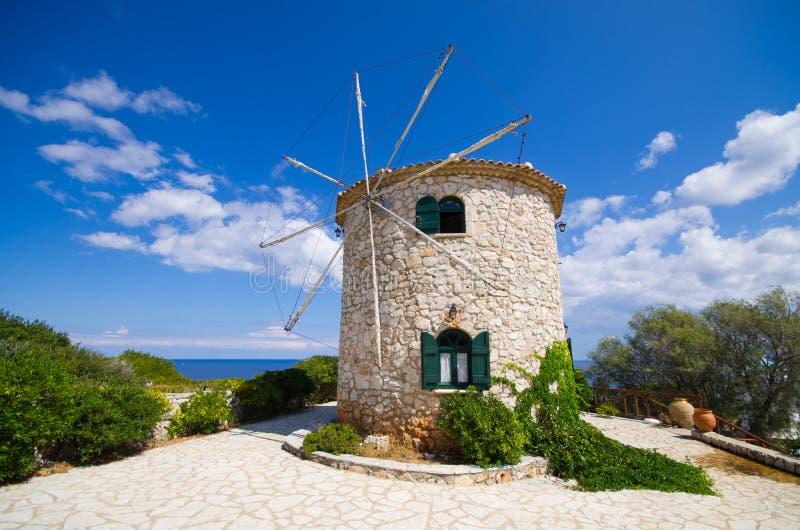 Ветрянка на острове Закинфа, Греции стоковые изображения rf