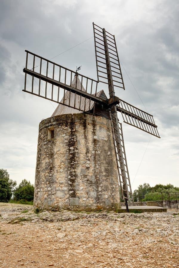 Ветрянка Daudet - Fontvieille - Alpilles - Провансали - Франции стоковая фотография