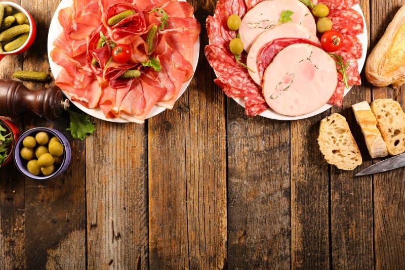 Ветчина, салями, сосиска с багетом стоковое фото rf