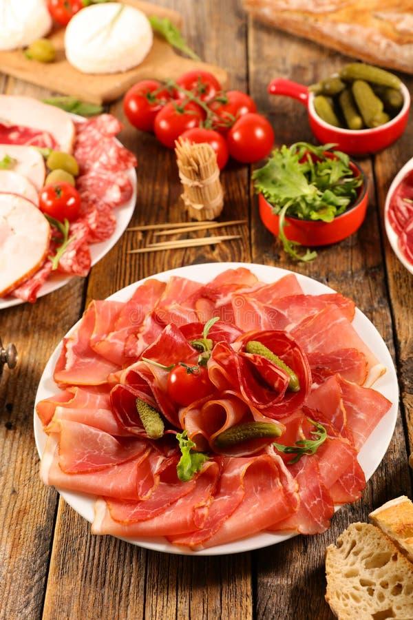 Ветчина, салями, сосиска с сыром стоковое изображение