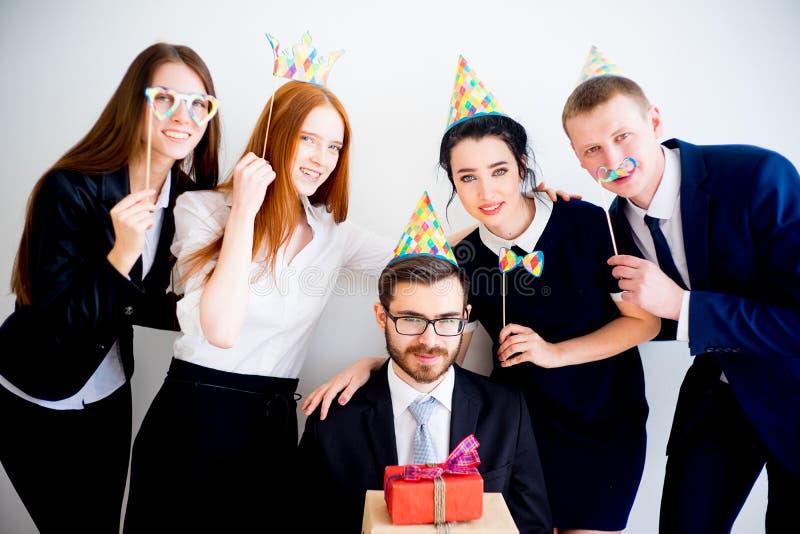 день рождение картинки в офис неохотно
