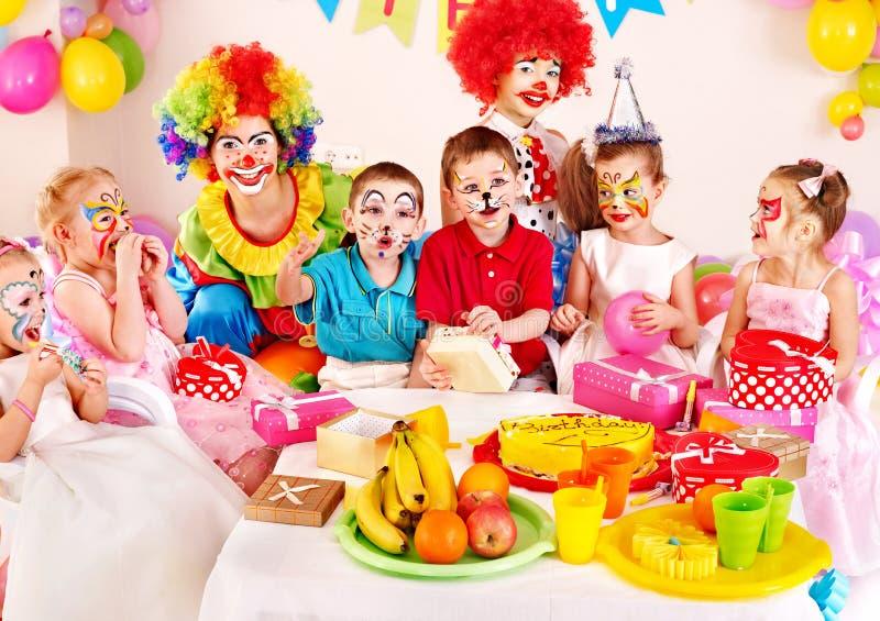Вечеринка по случаю дня рождения ребенка. стоковые изображения