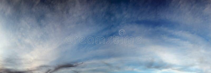 Вечернее небо с облаками стоковая фотография