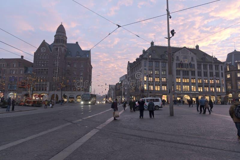 Вечер Амстердама запруды квадратный стоковые фотографии rf