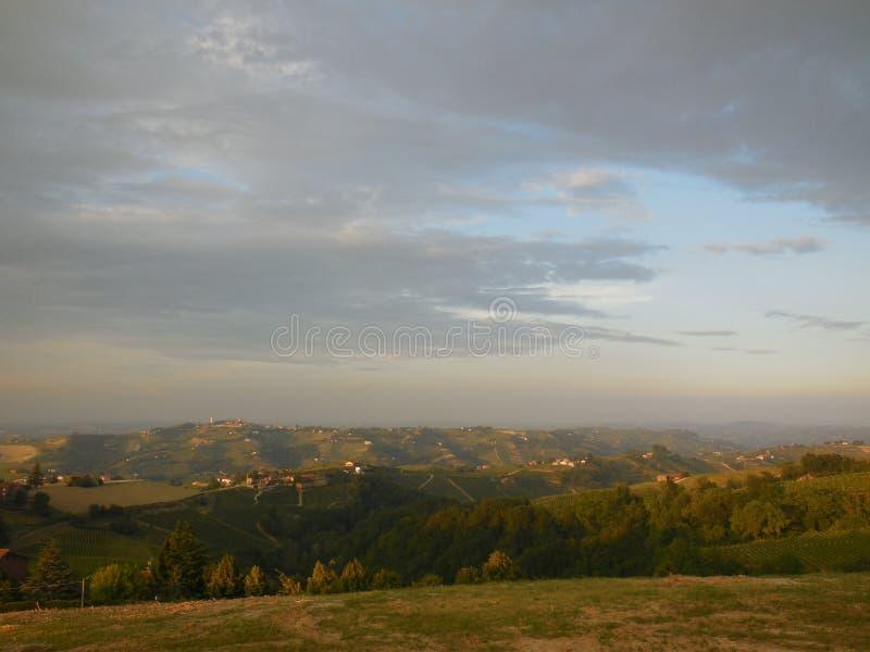 Вечер в тосканской сельской местности стоковое фото rf