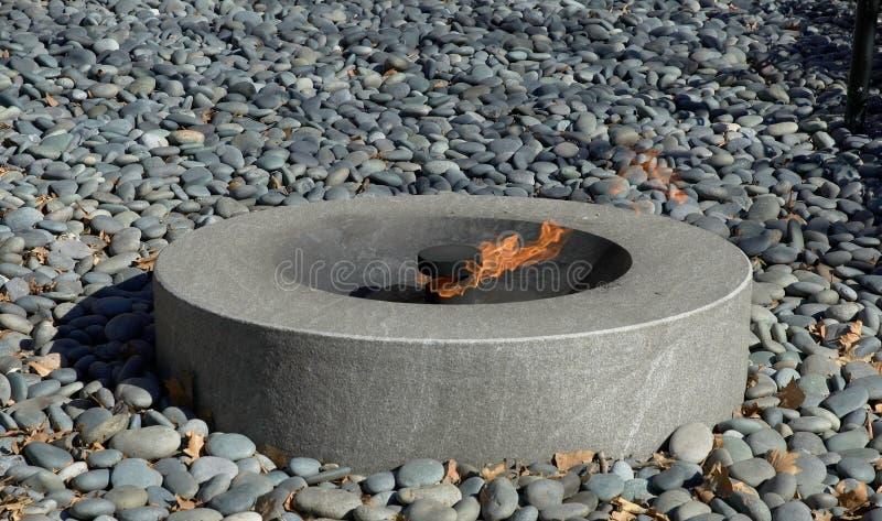 Download вечное пламя стоковое фото. изображение насчитывающей воссоздание - 76050