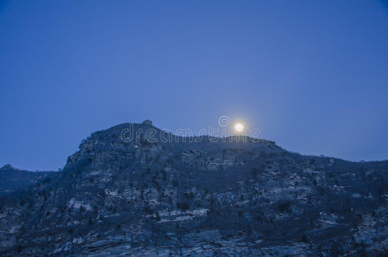 Великая Китайская Стена на ноче, Пекине стоковое изображение