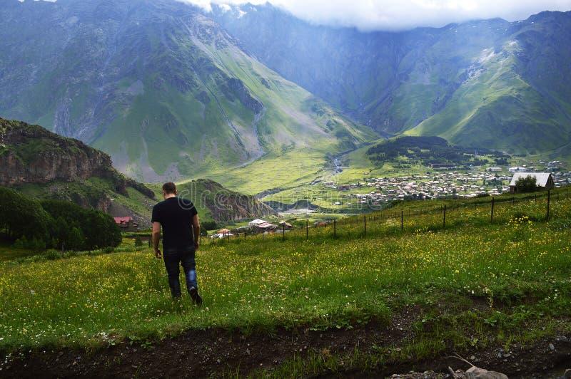 великолепие гор Кавказа стоковые изображения rf