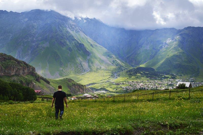 великолепие гор Кавказа стоковое изображение rf