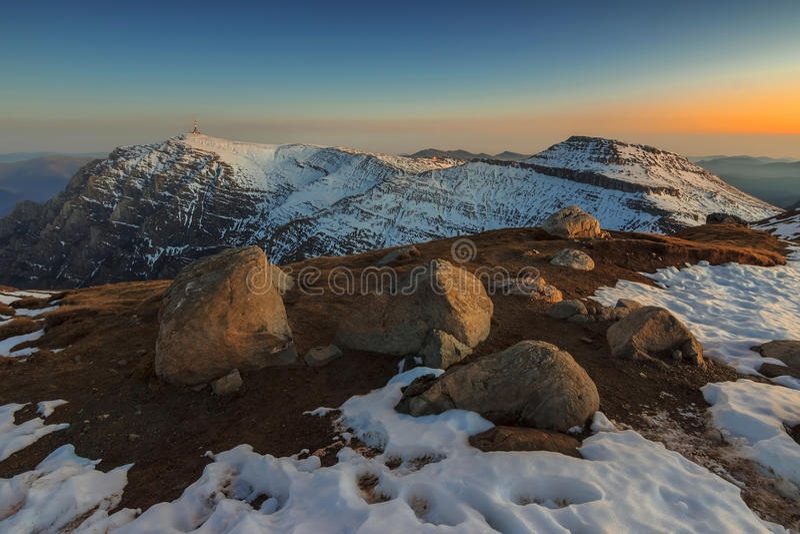 Величественный ландшафт в горах Bucegi, Карпаты зимы, Ro стоковое изображение rf