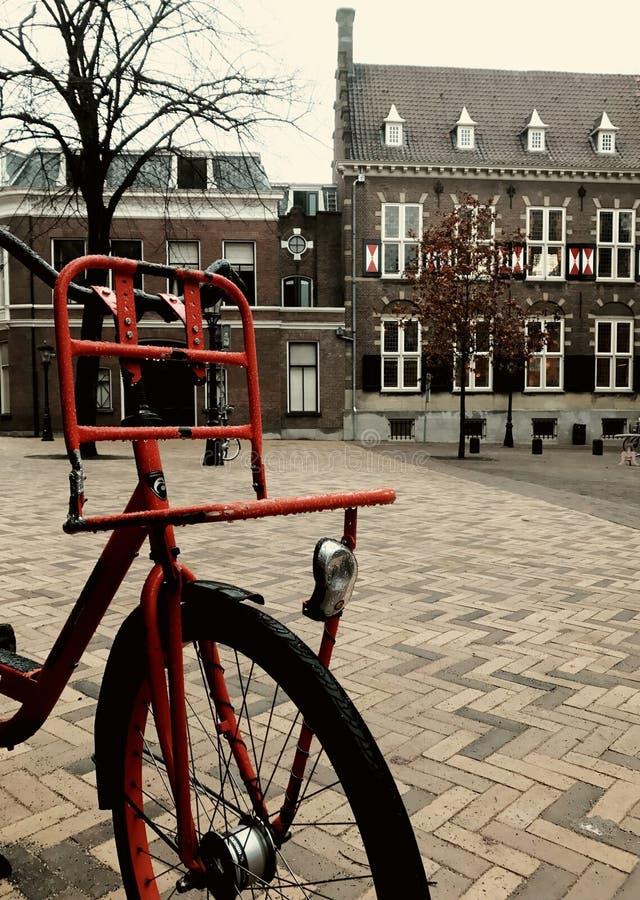 Велосипед в улице стоковое изображение rf