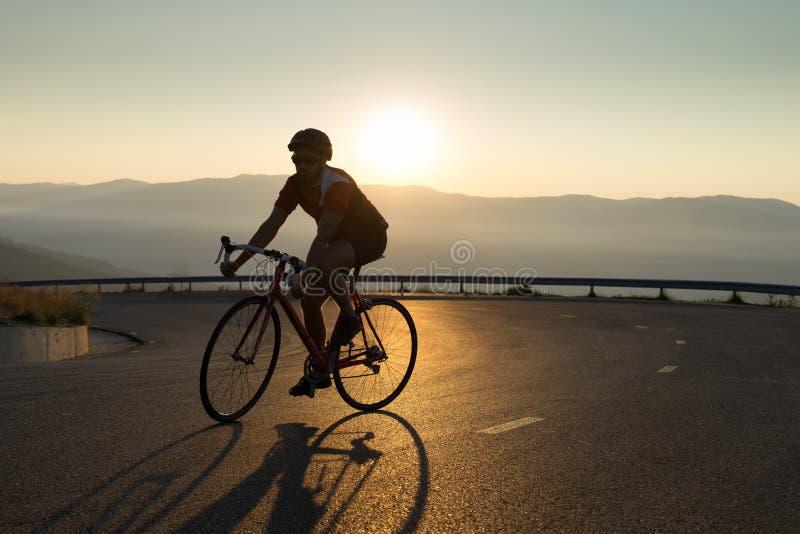 Велосипедист велосипеда дороги стоковое фото