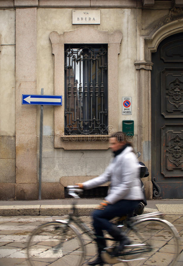 Велосипедист в brera стоковое фото rf