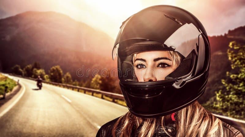 Велосипедист женщины стоковое изображение