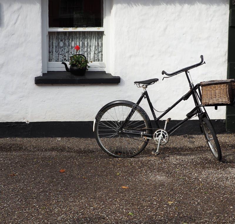 Велосипед с окном в Ирландии стоковые изображения
