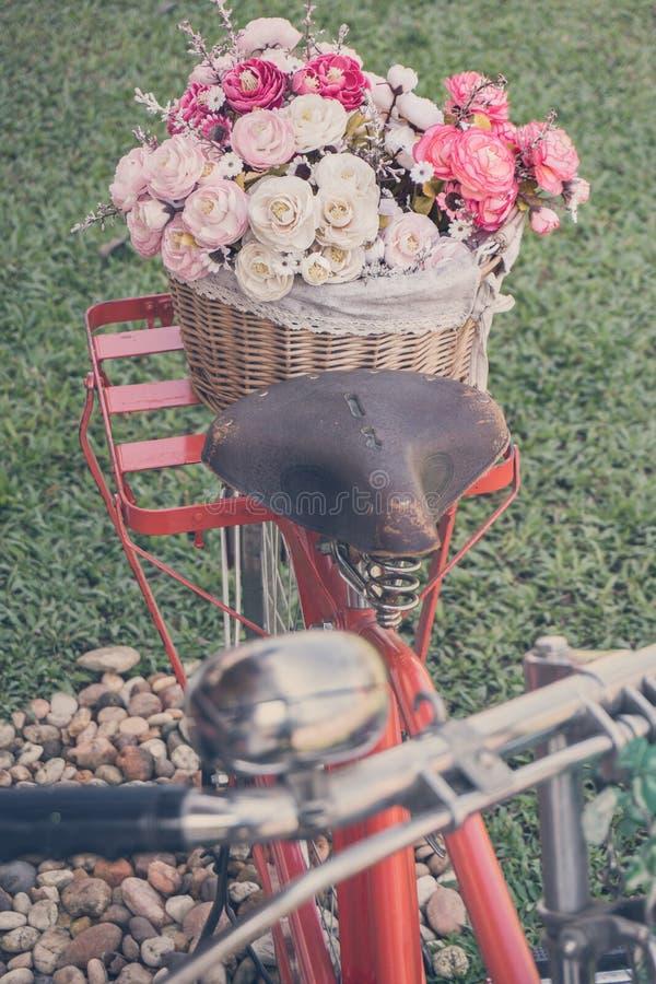 Велосипед с цветком стоковое изображение
