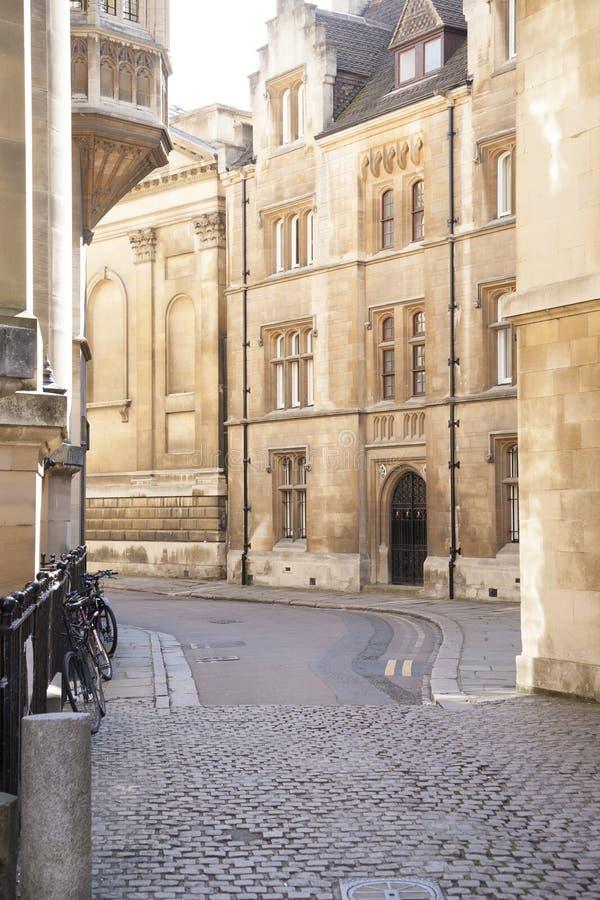 Велосипеды в улицах Кембриджа стоковое изображение rf