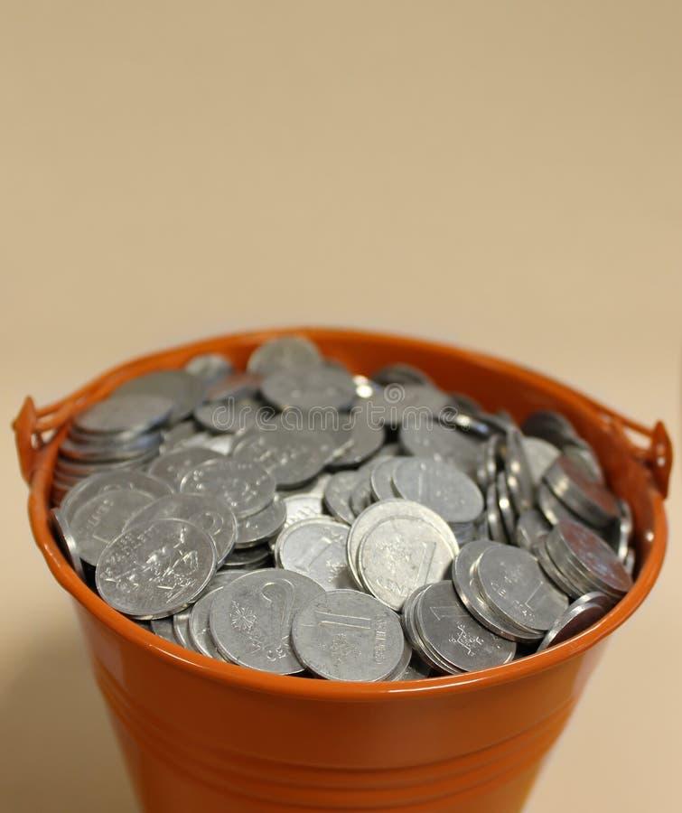 Ведро денег стоковая фотография