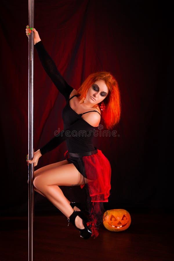 Ведьма красного цвета Photoshoot стоковая фотография