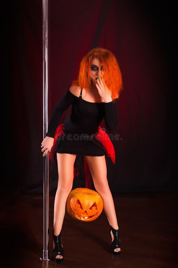 Ведьма красного цвета Photoshoot стоковые фотографии rf