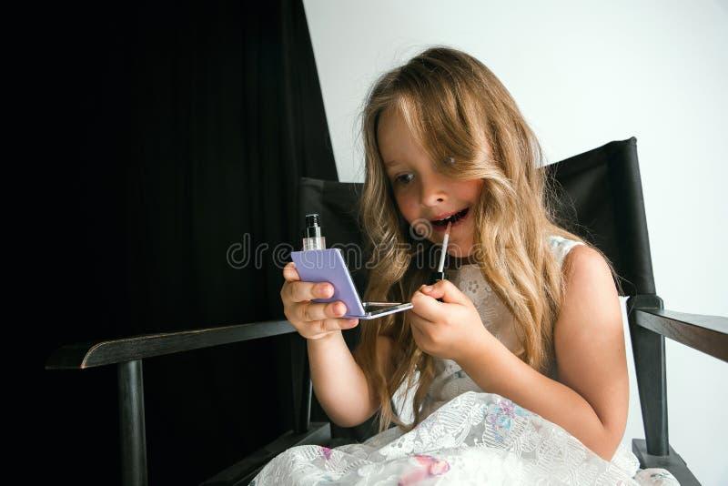 Взаимодействие детей с взрослым миром стоковая фотография rf
