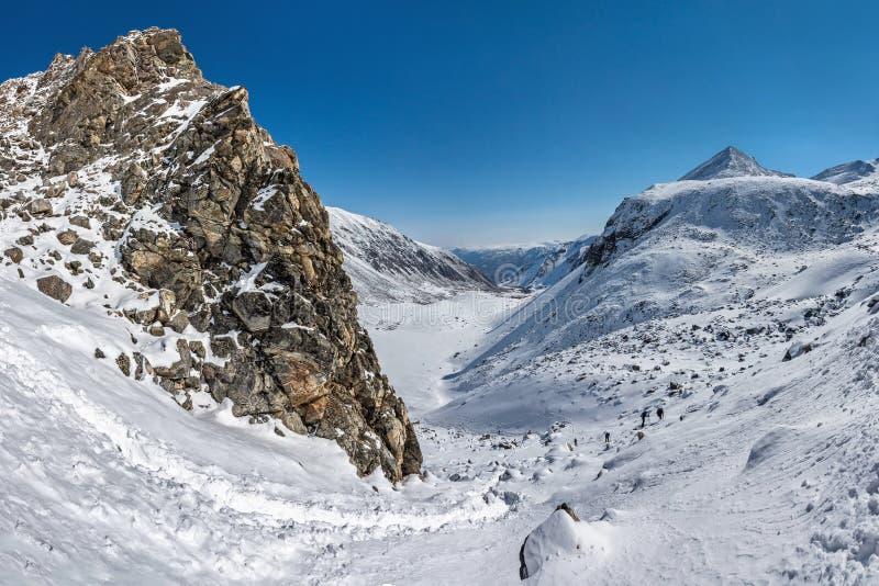 Взберитесь гора Munku-Sardyk стоковые фото