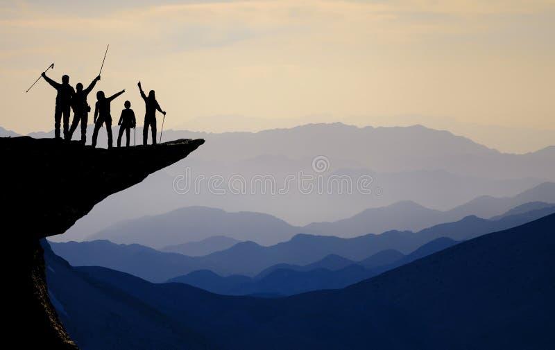Взберитесь успех к самой высокой вершине ` s мира стоковое изображение rf