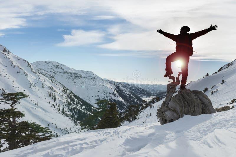 Взбираться и успех зимы стоковая фотография rf