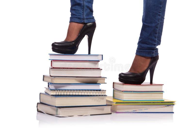 Взбираться шаги знания - концепции образования стоковые изображения rf