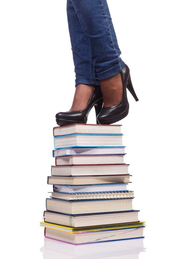 Взбираться шаги знания - концепции образования стоковые фото