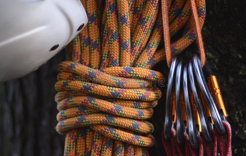 взбираясь утес узлов ropes 2 стоковое фото