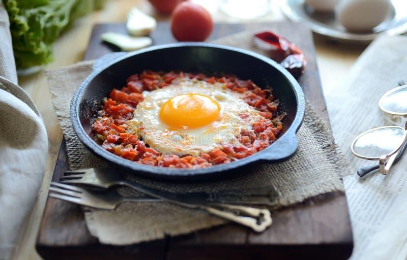 Взбитые яйца с томатами стоковые фотографии rf
