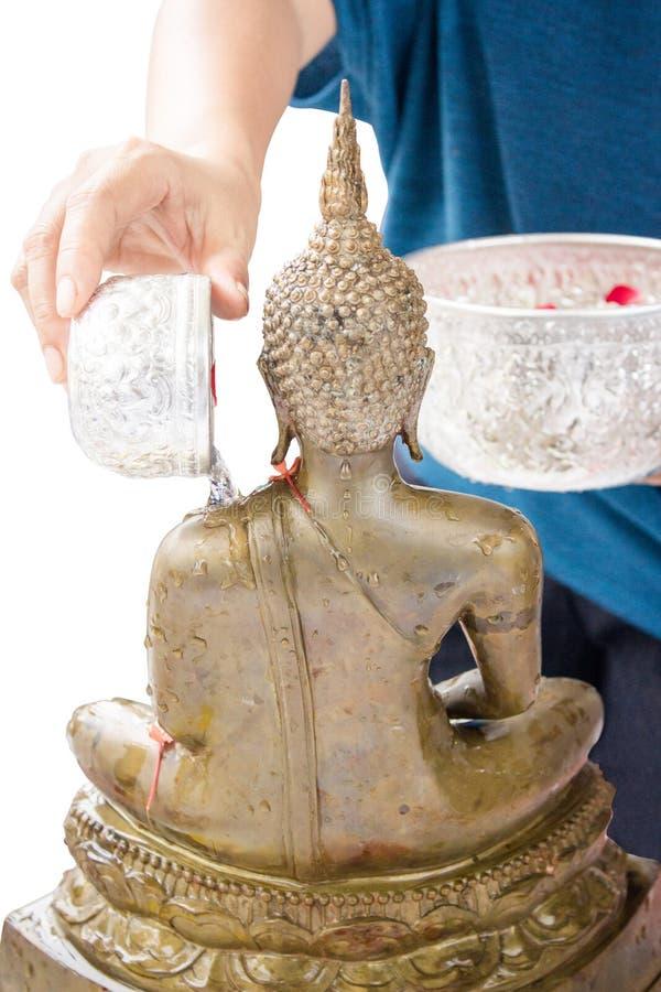 Взбрызните воду на статую Будды стоковое фото