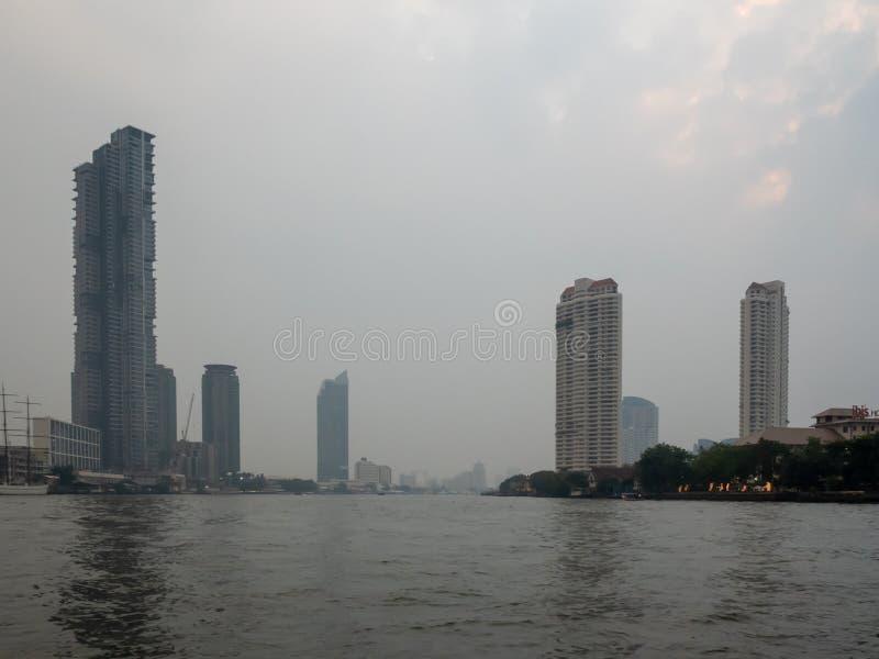 Взгляды города и реки от горжетки стоковая фотография rf