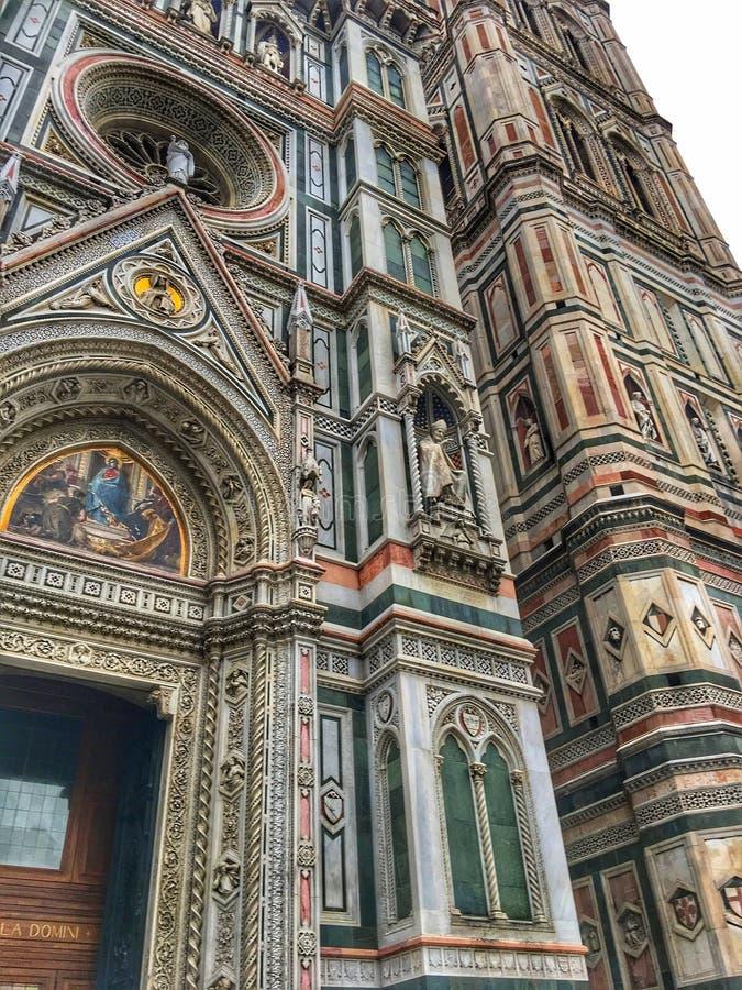 Взгляды детали собора Флоренс передние стоковые фото