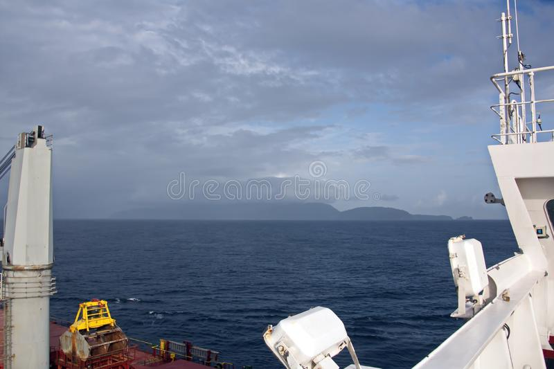 Взгляды ландшафта береговой линии и дороги bunkering сосудов Острова Тринидад и Тобаго стоковые фото
