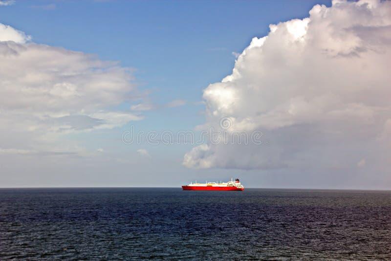 Взгляды ландшафта береговой линии и дороги bunkering сосудов Острова Тринидад и Тобаго стоковые изображения rf