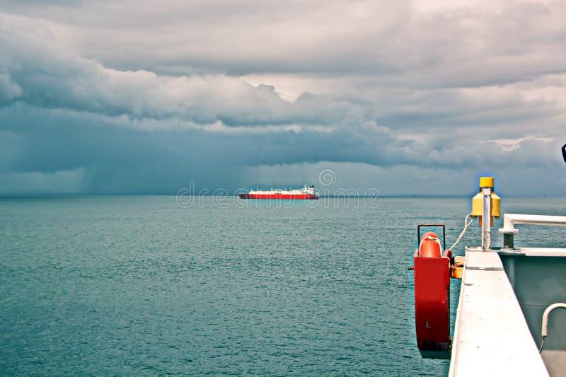 Взгляды ландшафта береговой линии и дороги bunkering сосудов Острова Тринидад и Тобаго стоковая фотография rf