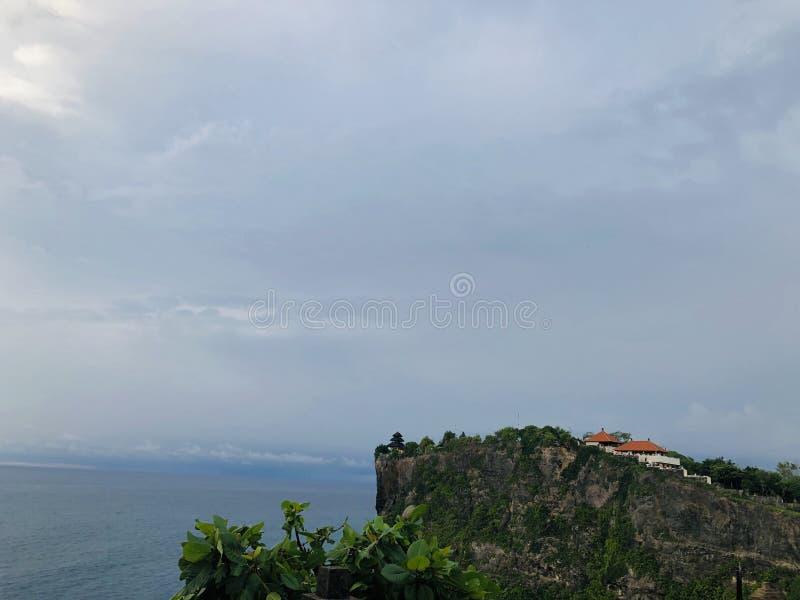 Взгляды моря увиденные от вершины холма Оно очень красивый стоковые изображения rf