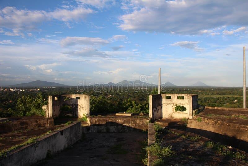Взгляд ³ n Leà - цепи вулканов на заднем плане на ³ n Leà крепости стоковые изображения
