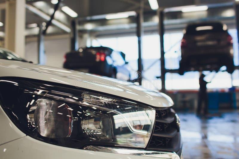 Взгляд автомобиля строки нового на новом выставочном зале автомобиля стоковые фотографии rf
