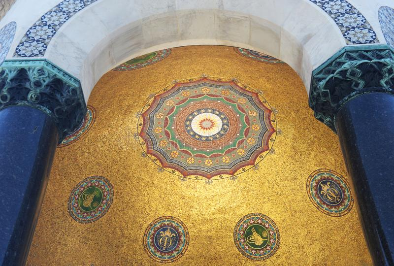 Взгляд архитектуры крыши потолка fasad внутри красивого g стоковые фотографии rf